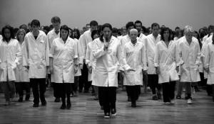Marina Abramović leading workshop participants in a slow-motion walk, The Whitworth Gallery, Manchester, 2009. © Marco Anelli
